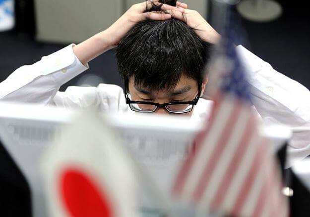 Йена обесценивается, жители Японии в опасности