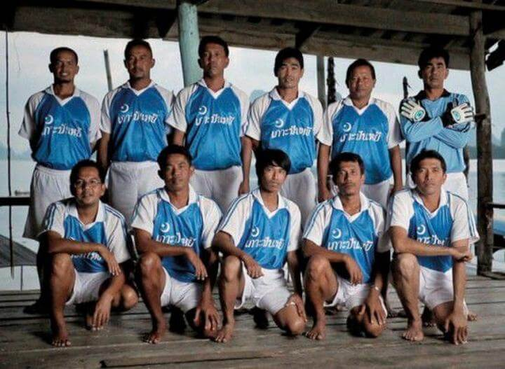 Дружная футбольная команда из Ко Паньи